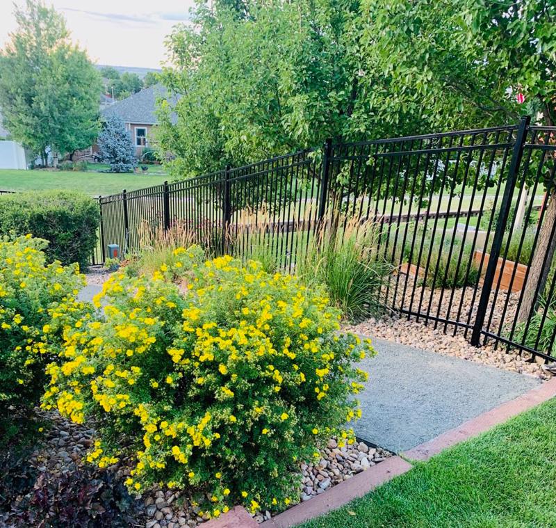 Features of Rackable Steel Fence